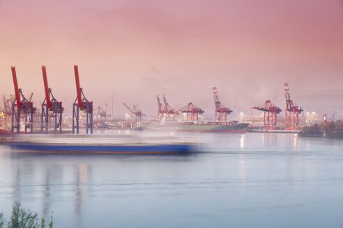 Germany, Hamburg, Container harbour at Elbchaussee - MS002958