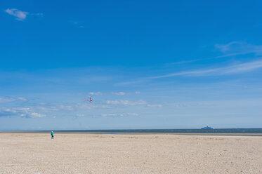 Denmark, Romo, Boy flying kite at North Sea - MJF000241