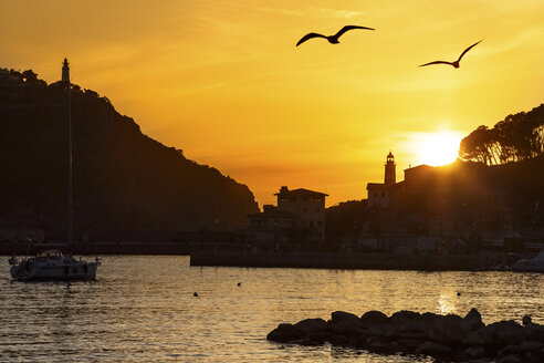 Spain, Mallorca, View of Port de Soller at sunrise - STD000005