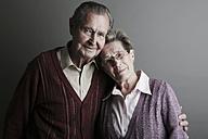 Portrait of senior couple, smiling, close up - JAT000087
