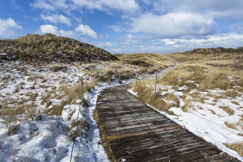 Germany, Coast with snow at Spiekeroog - STSF000053