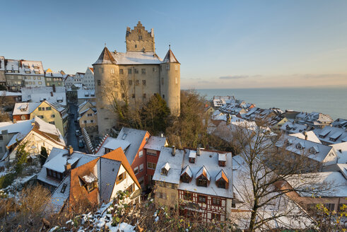 Germany, View of Meersburg Castle covered with snow - SH000818