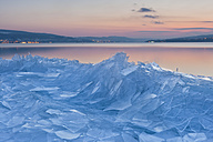 Germany, View of ice floes on shore at dusk - SH000836