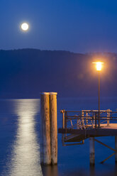 Germany, View of jetty with street lamp - SH000843