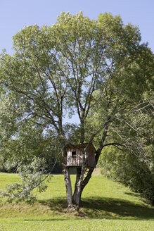 Germany, Bavaria, View of tree house - SKF001344