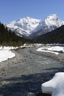 Austria, Tyrol, View of Rissbach river during winter - LH000184