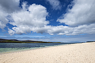 United Kingdom, Scotland, View of Coral beach near Dunvegan - ELF000257