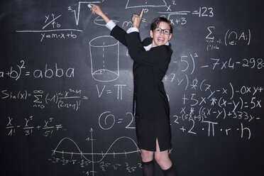Portrait of girl solving problems, smiling - MAEF006910