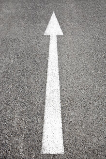 Arrow sign on the road - SKF001461