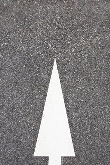 Arrow sign on the road - SKF001464