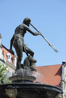 Poland, Gdansk, Dlugi Targ, Neptuns fountain - LB000119
