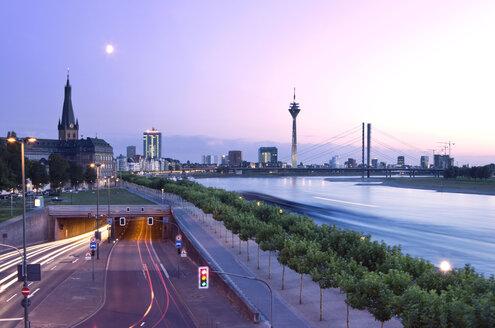 Germany, North Rhine-Westphalia, Dusseldorf, Joseph-Beuys-Ufer and Rhine River - MFF000628