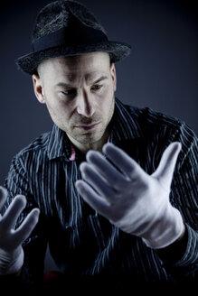 Man performing pantomime - CNF000008