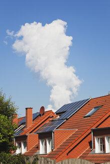 Germany, North Rhine Westphalia, Solar Panels on residential building - GW002333