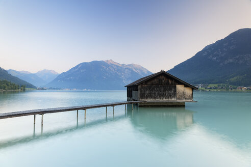 Austria, Tyrol, View of boathouse at Achensee - GF000183
