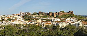 Portugal, Faro, View of cathedral and castle - RUEF001131