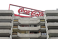 Germany, Berlin, Coca-Cola advertising on roof of an apartment building - MIZ000361