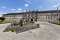 Germany, Bavaria, Franconia, Markgravr Fountain in front of The New Castle - AM000867