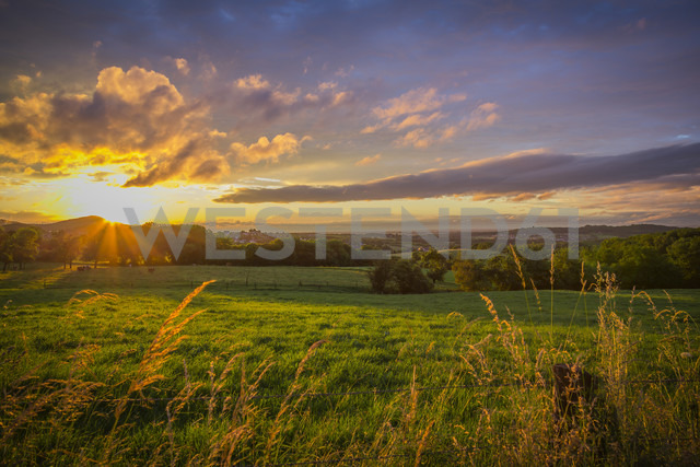 Germany, North Rhine Westphalia, Bad Honnef, sunset of  siebengebirge - CPF000020 - Christoph Prall/Westend61