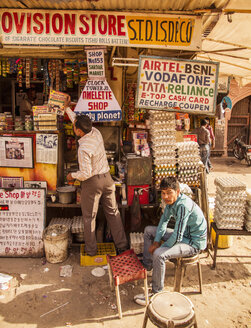 India, Jodhpur, omelette shop at sardar market - MBE000640