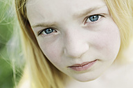 Germany, North Rhine Westphalia, Cologne, Portrait of girl, close up - JATF000229