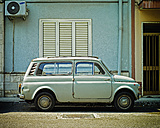Italy, Old blue fiat 500 in front of blue wall - DIK000063