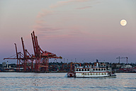 Canada, British Columbia, Vancouver Full moon over Vancouver Harbour, - FO005203