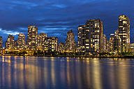 Canada, Skyline of downtown Vancouver at night - FOF005208