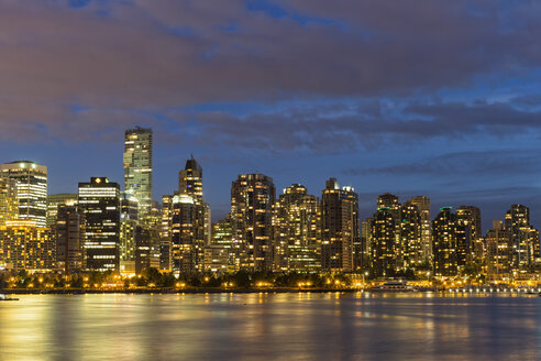 Canada, Skyline of Vancouver at night - FOF005240
