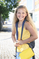 Germany, Thuringia, Portrait of girl going to school, smiling - VTF000012