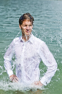 Germany, Bavaria, Tegernsee, Wet groom in lake - RFF000099