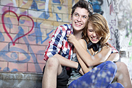 Germany, Berlin, Teenage couple having fun, smiling - MVC000009