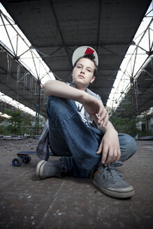 Germany, Berlin, young skateboarder - MVC000027