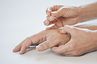 Traditional Chinese Medicine, TCM, acupuncture, hand with acupuncture needle during treatment - MJF000374