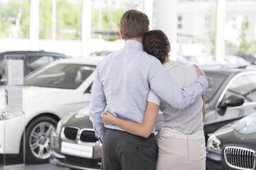 At the car dealer, Couple in showroom - MLF000038