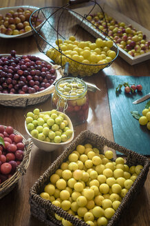 Assortment of mirabelles - MJ000381