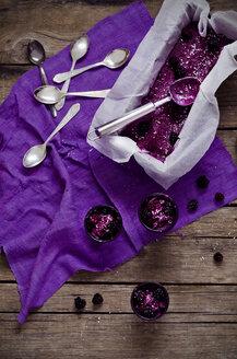 Coconut blackberry ice cream - CZF000081