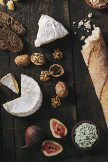 Cheese platter with fruits and nuts - EC000315