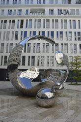 Germany, Bavaria, Munich, sculpture 'airborn' from Christopher Klein - AX000498