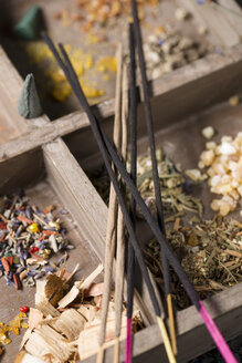 Incense sticks lying on a wooden box - MYF000023