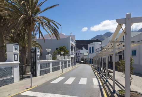 Spain, Canary Islands, Gran Canaria, View of street in Puerto de las Nieves - MAB000161