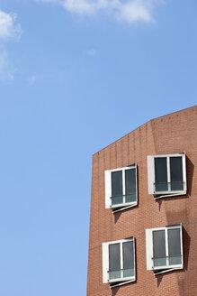 Germany, North Rhine-Westphalia, Dusseldorf, View of Gehry Buildings at Media Harbour - WI000019