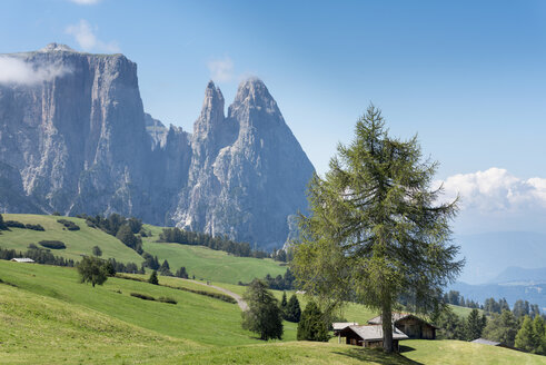 Italy, South Tyrol, Seiseralm, Schlern and Santner peak - HL000219