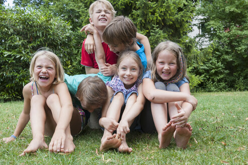 Exuberant children in garden - NHF001437
