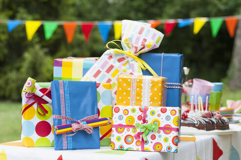 Birthday present on garden table - NHF001430