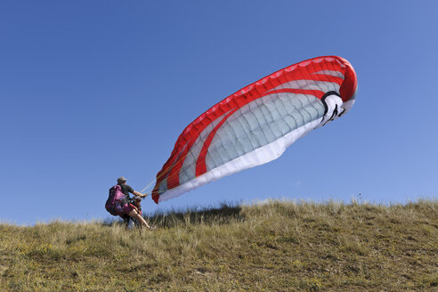 France, Bretagne, Landeda, Father and son with paraglider in dune - LAF000172