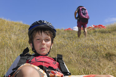France, Bretagne, Landeda, Boy in dune with father in background - LAF000164