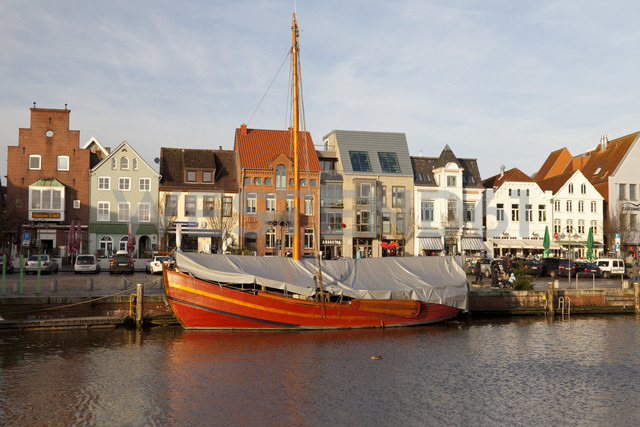Germany, Husum, harbour - WI000049
