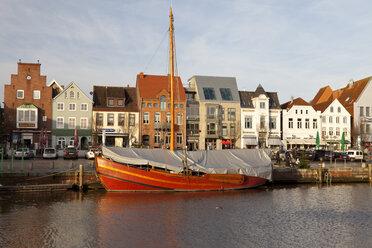 Germany, Husum, harbour - WI000049