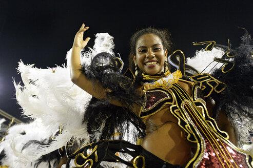Brasil, Rio de Janeiro, Carnival, Samba dancer in costume - FLK000012